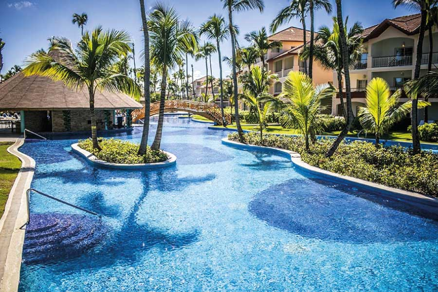 majestic colonial punta cana poolbar