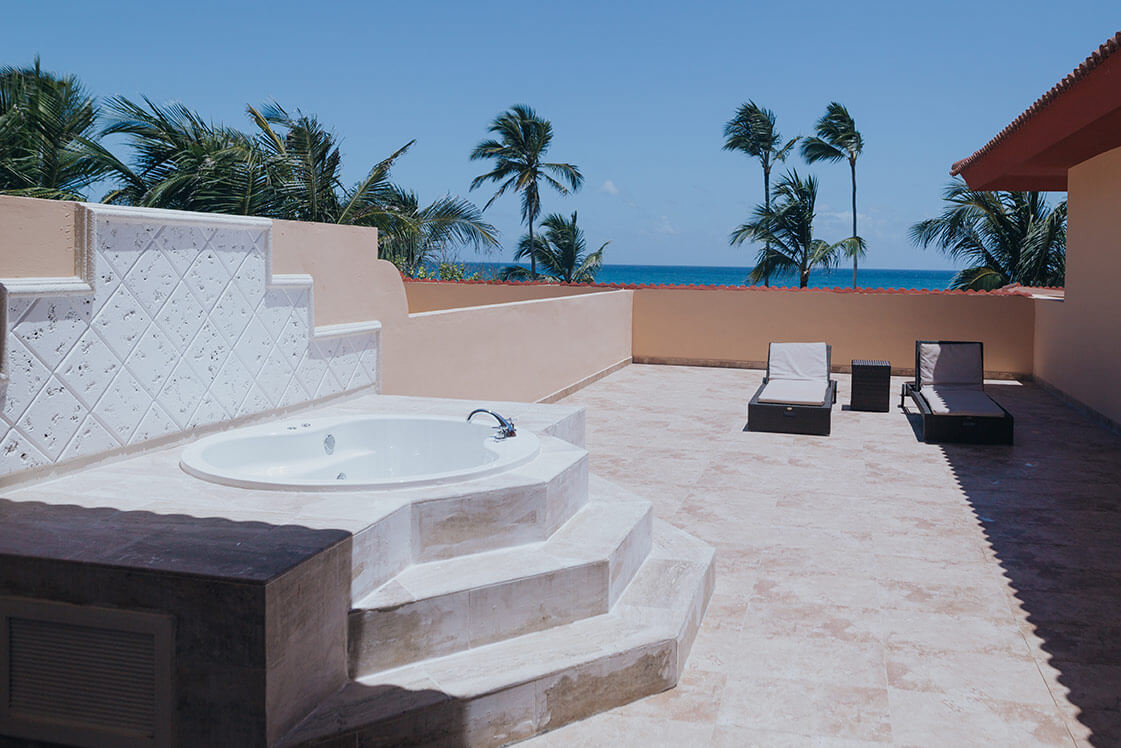 room with sea views and outdoor jacuzzi junior suite