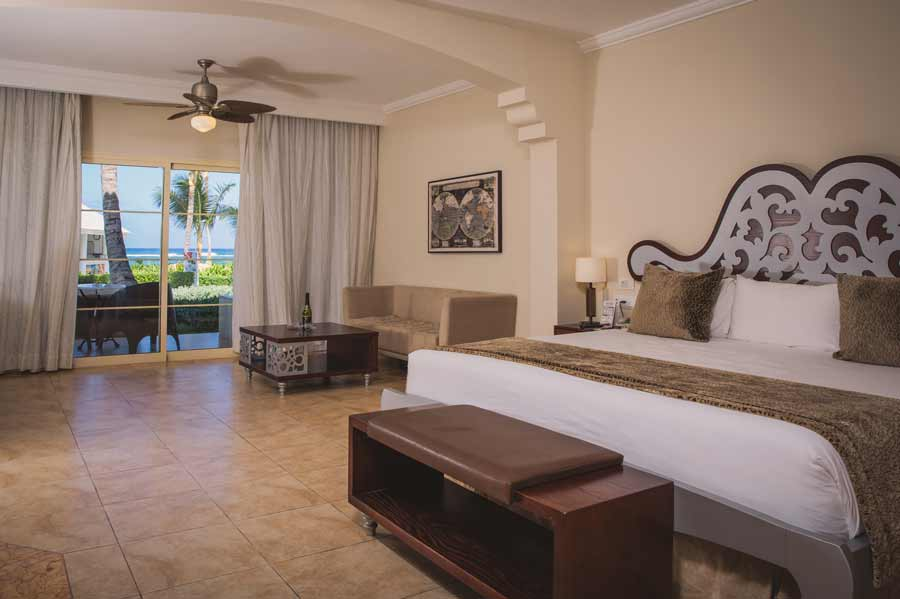 room with sea views and jacuzzi junior suite