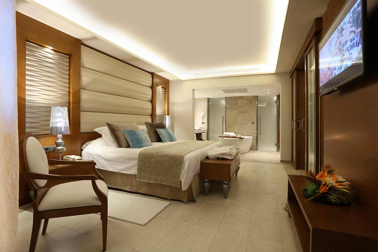 suite with one bedroom at majestic mirage family club